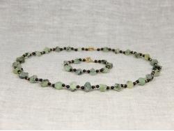 Комплект бусы и браслет из пренита и граната различной огранки от Nur