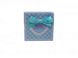 Подарочная коробка голубого цвета с бантом средняя