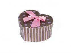 Подарочная коробка коричневого цвета в сиреневый горошек