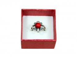 Подарочная коробка красного цвета