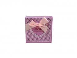 Подарочная коробка розового цвета с бантом средняя
