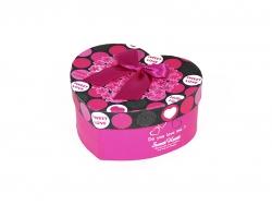 Подарочная коробка розового цвета с цветами