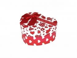 Подарочная коробка с красными сердечками