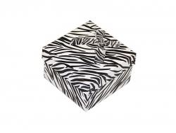 Подарочная коробка черно-белого цвета