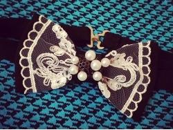 Черная бабочка с белым кружевом и бусинами от BowtiEsta